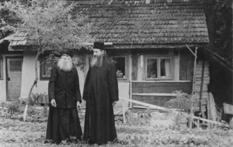 apologeticum_P.Paisie si P.Ioanichie la Sihla