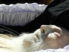 chipul Parintelui Adrian Fageteanu la inmormantare