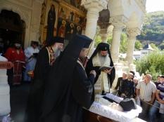ierarhi la inmormantarea Parintelui Adrian Fageteanu