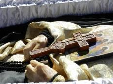 mainile Parintelui Adrian Fageteanu la inmormantare