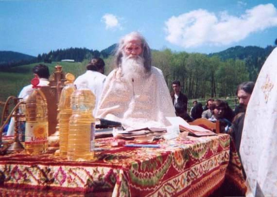 Parintele Justin - Izvorul-Tamaduirii-2004