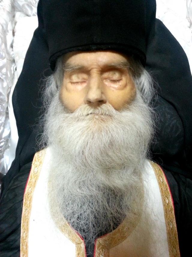 Minunatul trup al Sfantului Parinte Justin Parvu1