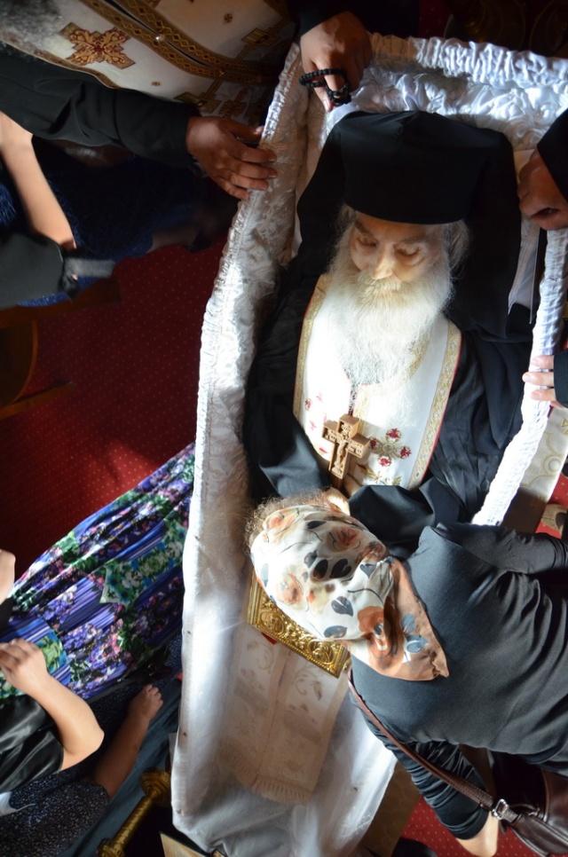 Minunatul trup al Sfantului Parinte Justin Parvu3